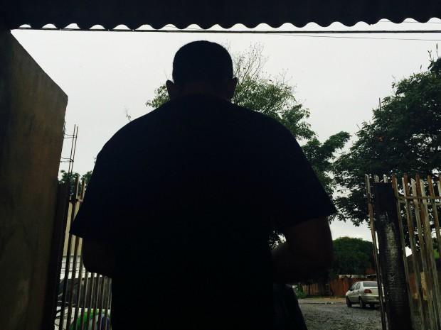 'Me acuaram num canto', diz guarda agredido após invasão a escola de MS (Foto: Gabriela Pavão/ G1 MS)