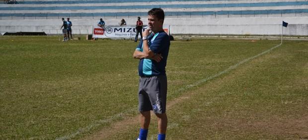 Evaristo Piza técnico Taubaté (Foto: Filipe Rodrigues)