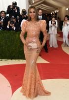 Veja os looks dos famosos no tapete vermelho do baile de gala do MET