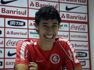 Rodrigo Dourado volante Inter (Foto: Tomás Hammes / GloboEsporte.com)