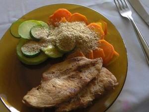 Grelhados e saladas estão no cardápio da dieta dos 'caveiras' (Foto: Divulgação/ Bope)