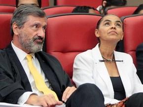 A ex-senadora Marina Silva e o advogado Torquato Jardim durante sessão do TSE que analisa o registro da Rede (Foto: Nelson Jr./ASICS/TSE)