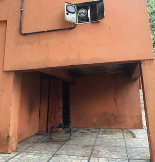 Casa de Patrícia Moreira já tinha sido apedrejada (Foto: Fabio Almeida/RBS TV)