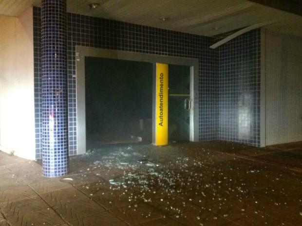 Explosão danificou caixa eletrônico de agência bancária em Peixoto de Azevedo (MT). (Foto: Ronaldo Miranda/Arquivo pessoal)