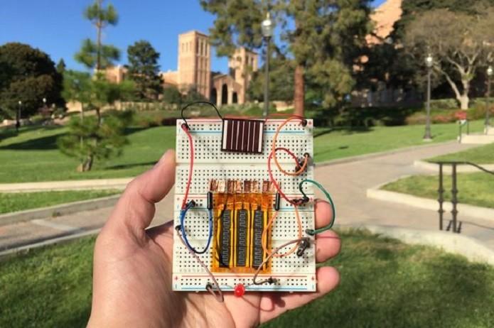 Supercapacitor carrega em segundos e guarda energia como uma bateria (Foto: Divulgação/UCLA)