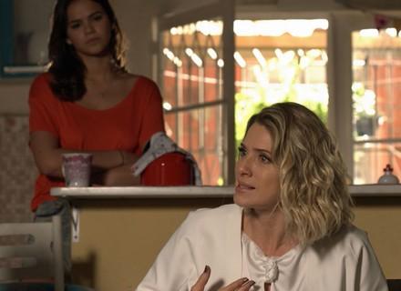 Soraya implora para Mari voltar a trabalhar em sua casa