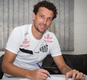 Elano assina renovação com o Santos (Foto: Ricardo Saibun/Santos FC)