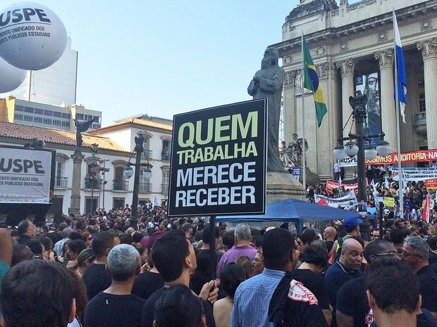 Resultado de imagem para Manifestação no Rio de Janeiro contra pezão