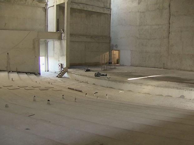Obras do Teatro Municipal de São Vicente serão retomadas (Foto: Reprodução/TV Tribuna)