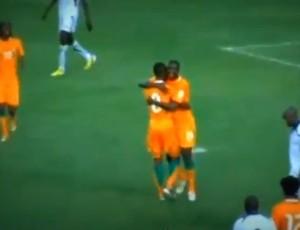 yaya toure costa do Marfim gol Gambia (Foto: Reprodução / Youtube)