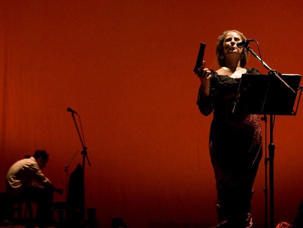 Winnie é uma mulher que transforma a tragédia do cotidiano em um emocionante e bem-humorado musical (Foto: Angelica Dell)