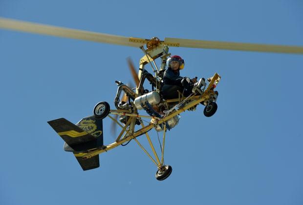 Chinês Shu Bin voou com um helicóptero caseiro que ele construiu em Hexigten (Foto: Mark Ralston/AFP)