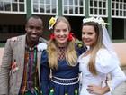 Antes de casamento, Fê Souza e Thiaguinho vestem roupas de noivos