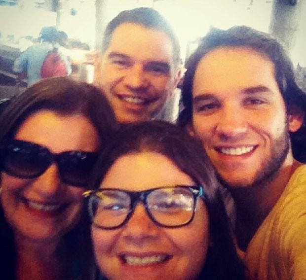 Edgard Raoul com a mãe e os dois irmãos (Foto: Maria Raquel Cintra de Campos/Arquivo pessoal)
