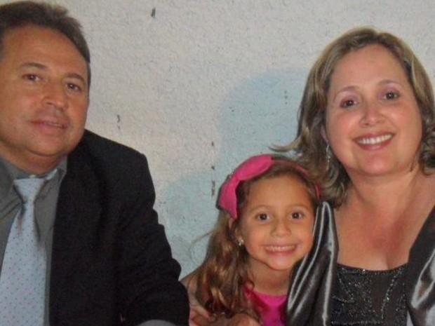 Família morta em colisão apadrinhou garota, única sobrevivente, em abrigo em Goiás (Foto: Arquivo pessoal)