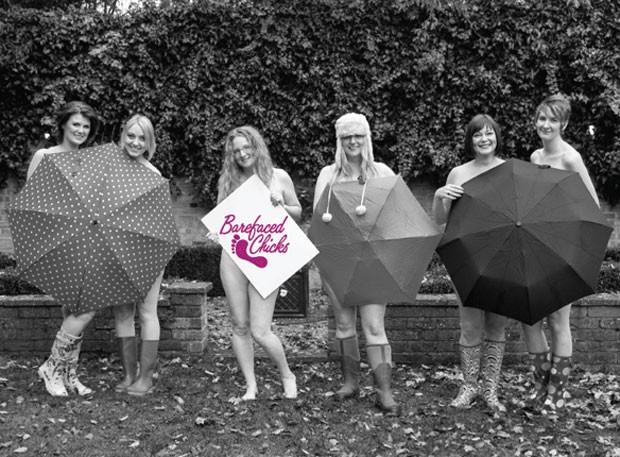 Doze mães britânicas posaram nua para um calendário 2013. (Foto: Divulgação)