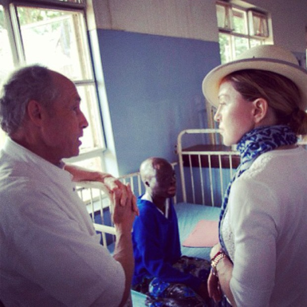 Madonna visita hospital (Foto: Instagram / Reprodução)