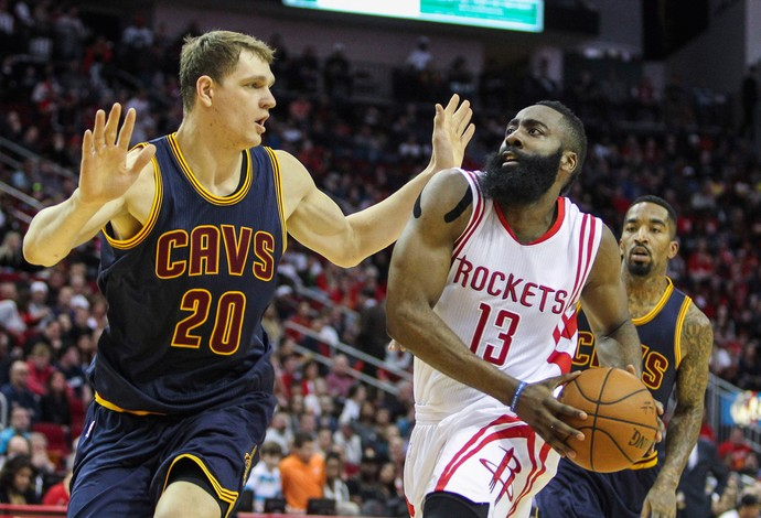 james harden Cleveland Cavaliers x  Houston Rockets  (Foto: Reuters)