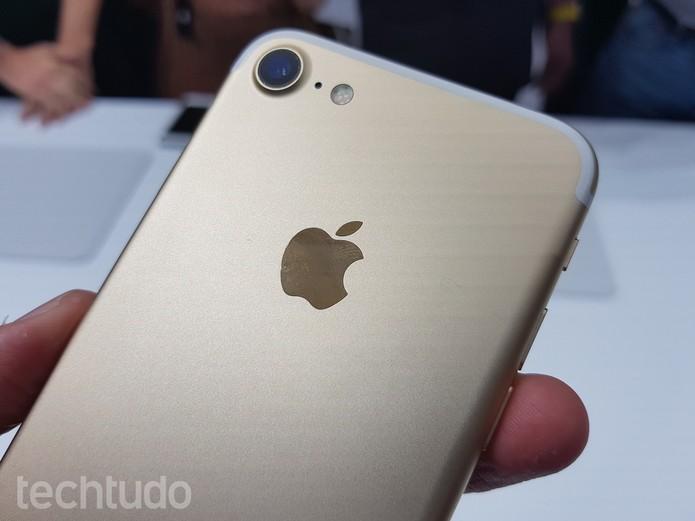 iPhone 7 com a parte da frente branca (Foto: Thássius Veloso/TechTudo)