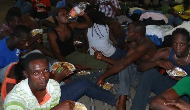 Haitianos estão no alojamento improvisado em um ginásio de Brasiléia. (Foto: Nonato Souza/ Ascom Sesp)