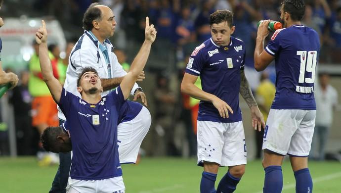 Marcelo Oliveira, Willian, jogadores do Cruzeiro (Foto: EFE)