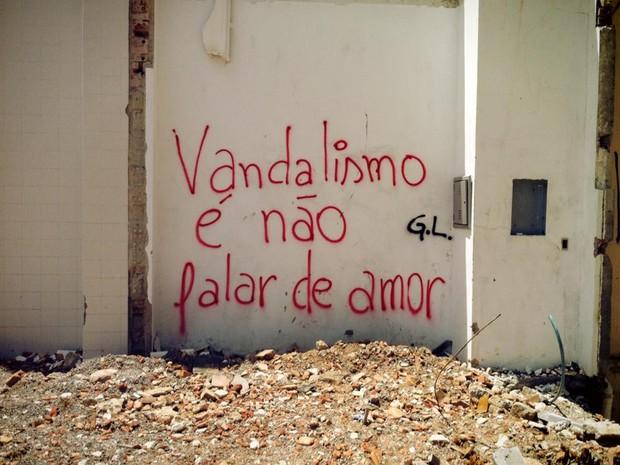 Vandalismo é não falar de amor foi o primeiro escrito de G.L em Curitiba (Foto: Giovanna Lima/Arquivo pessoal)