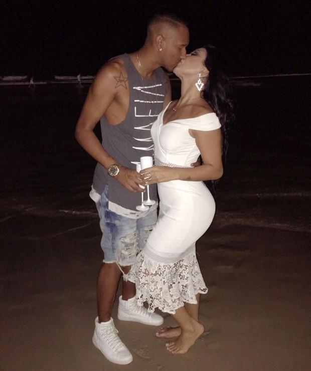 Jenny Miranda e o noivo, Artur Jesus (Foto: Divulgação/VH Assessoria)