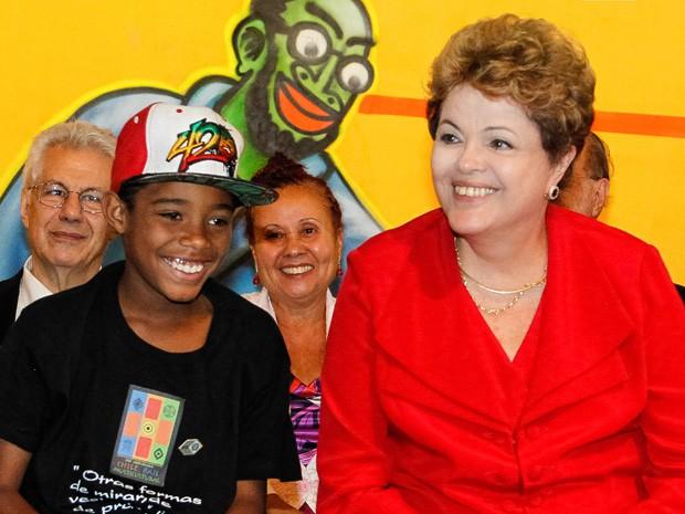 A presidente Dilma Rousseff participa de evento de confraternização de Natal de catadores de lixo e moradores de rua de São Paulo (Foto: Roberto Stuckert Filho/PR)