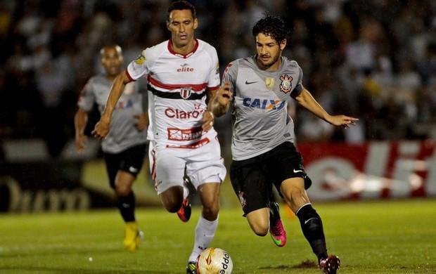 Pato Corinthians x Botafogo-SP (Foto: Rodrigo Coca / Ag. Estado)