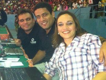 Fredson Navarro, Flavio Antunes e Sayonara Hygia comemoram prêmio (Foto: G1)