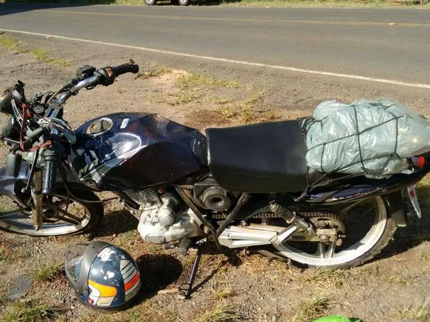 Motociclista morreu em acidente na MG-133 em Tabuleiro (Foto: Polícia Militar Rodoviária/Divulgação)