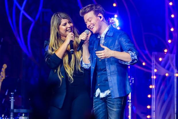 Michel Teló e Marília Mendonça durante show em Curitiba (Foto: Manuela Scarpa/Brazil News)