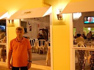 Há 11 anos Marcelo Martins se instala com seu restaurante no Parque do Povo durante o São João, em Campina Grande (Foto: Rafael Melo/ G1)