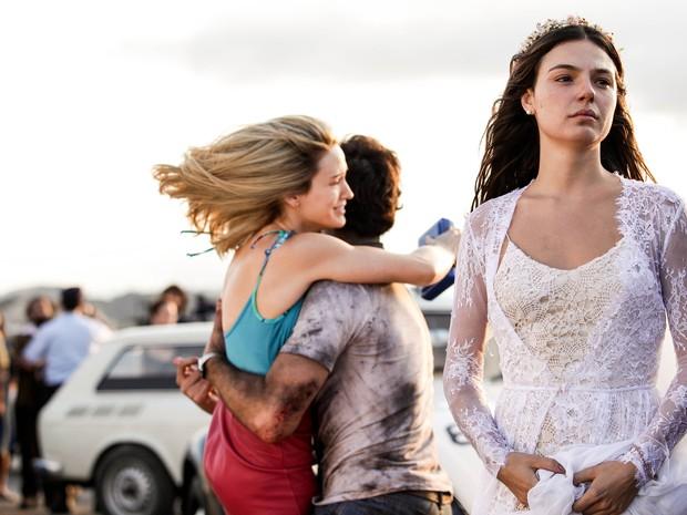 Pura emoção! Isis, Bianca e Pigossi nos primeiros capítulos da novela1 (Foto: Raphael Dias/Gshow)