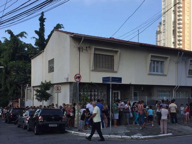 fila na BMW por causa de vacina de graça (Foto: Divulgação/ Fernando Torreson)