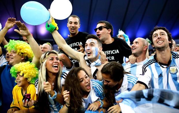 torcida da Argentina no Maracanã contra Bósnia (Foto: AP)