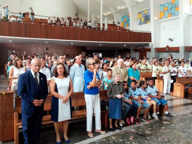 Funcionários e pacientes das Obras Sociais Irmã Dulce acompanharam a missa (Foto: Robel Sousa/TV Bahia)