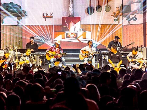 A dupla Chitãozinho & Xororó durante show em Brasília (Foto: Felipe Menezes/Divulgação)