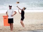 Fernanda Lima e Rodrigo Hilbert formam dupla de vôlei em praia do Rio