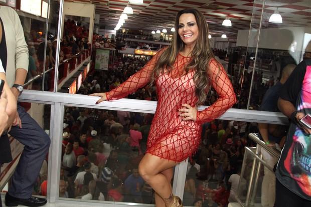 Viviane Araújo cai no samba no Rio (Foto: Anderson Borde/Agnews)