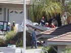 Pequeno avião cai em quintal em San Diego, nos EUA, e dois morrem