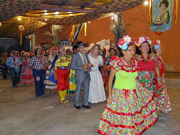 Quadrilha organizada pelo grupo Novo Horizonte (Foto: Katherine Coutinho/G1)