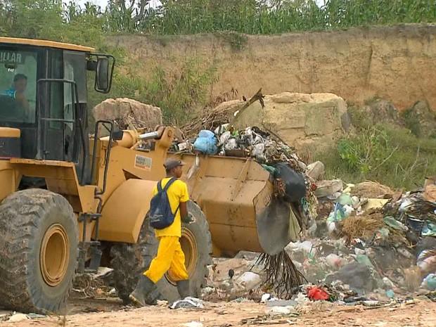 Lixo em Itamaracá, Pernambuco (Foto: Reprodução/ TV Globo)