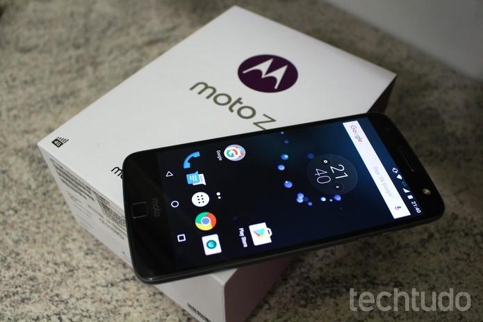 Moto Z é um top de linha da Motorola e vem originalmente com Android 6.0 (Foto: Aline Batista/TechTudo)