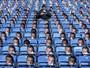 Leicester distribui 30 mil máscaras de Vardy em protesto e perde em casa
