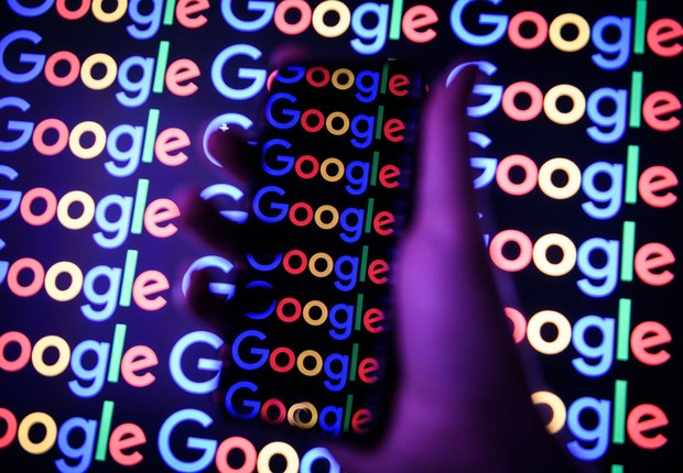 Logo do Google em smartphone (Foto: Leon Neal/Getty Images)