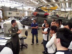 Alunos do Emca durante as aulas. Unidade oferece cursos em três modalidades (Foto: Divulgação/Emca)