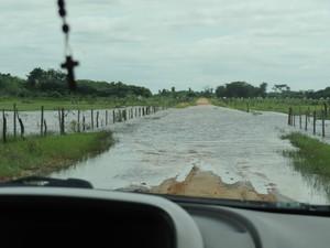 Cheia de lagoa e rios invadiu estradas vicinais (Foto: Divulgação/ Secretaria de Meio Ambiente de Taquarussu)