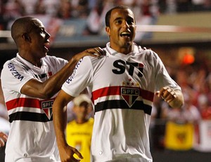 Lucas gol São Paulo x Tigre (Foto: Gustavo Tilio / Globoesporte.com)