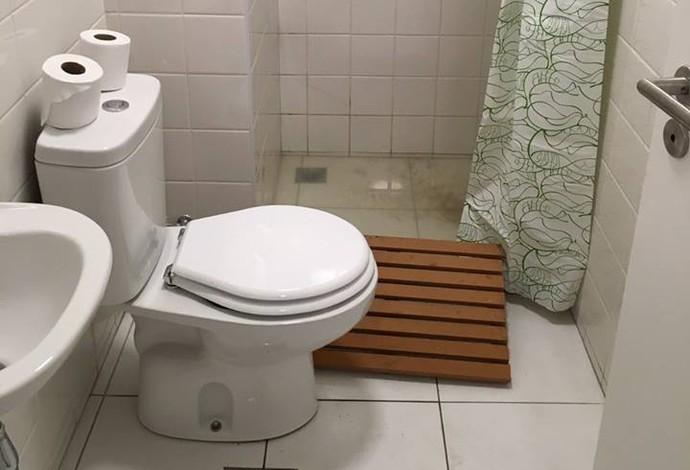 Banheiros, segundo delegação de Belarus, estão imundos (Foto: Reprodução / Site oficial do Comitê de Belarus)
